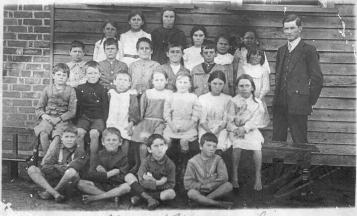 Naraling School Students 1912